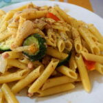Recept na jednoduché dietní jídlo: Těstoviny s kuřecím masem a zeleninou