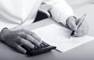Kalkulačka: Výpočet exekuční srážky a nezabavitelná částka 2021