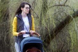 Na co má nárok matka samoživitelka s dítětem (dětmi) 2021