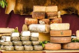 Kalorické tabulky sýry: Kolik kalorií má sýr? Hodí se při dietě?