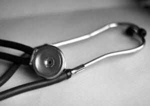 Výpověď ze zaměstnání během nemocenské